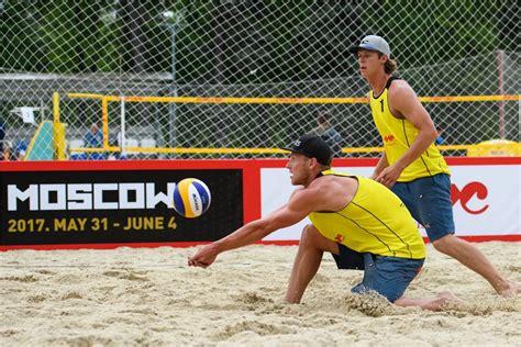 Pasaules čempionātā pludmales volejbolā spēlēs trīs ...