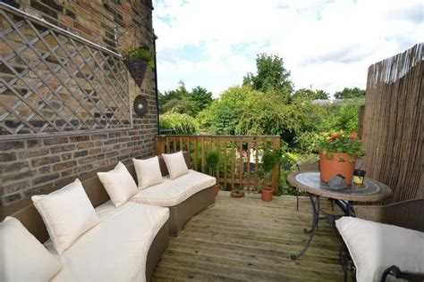 setting   roof terrace choosing   furniture