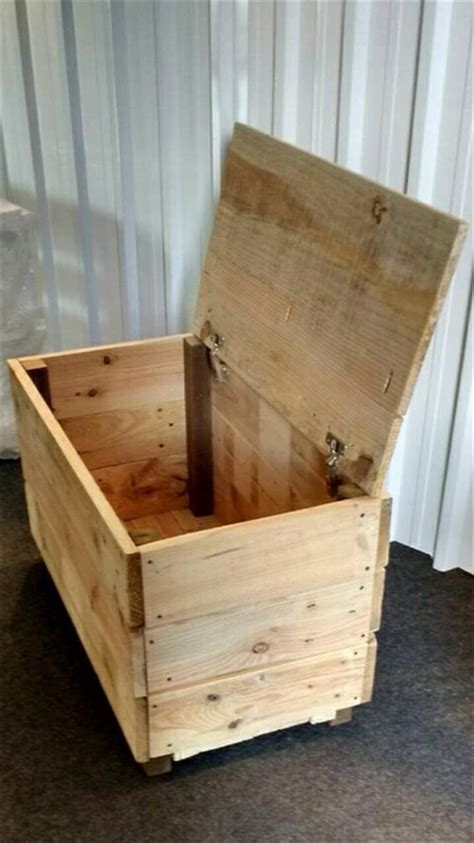 chest   pallet wood  pallets