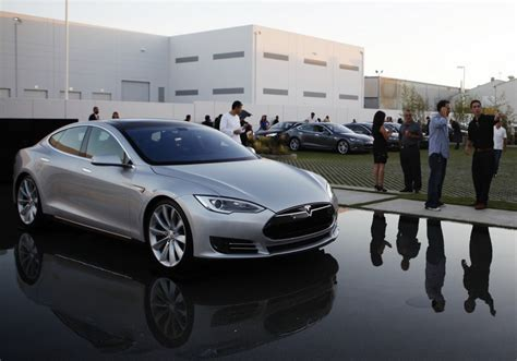 Tesla Model S P85d Sets World Electric Car Speed Record