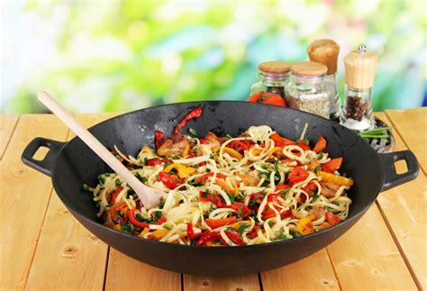 cuisine au wok recettes recette au wok facile poulet nouilles stoves