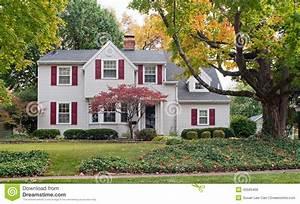 Haus Mit Fensterläden : haus im fall mit roten fensterl den stockbild bild von luxus farbe 45565469 ~ Eleganceandgraceweddings.com Haus und Dekorationen