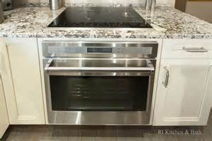 decorative kitchen islands i can put a wall oven my cooktop without any trouble