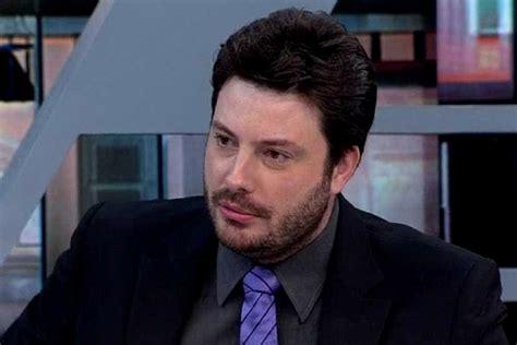 Danilo Gentili relembra perda do pai: 'Morreu nos meus ...