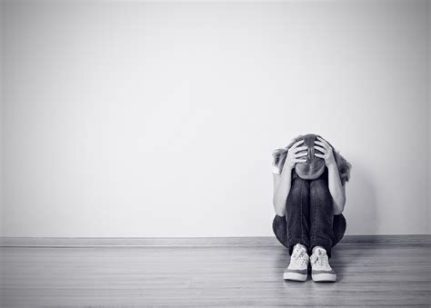 10 Warning Signs Of A Depressed Person And How You Can