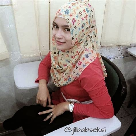Miss Thina Jilbab Montok Cewek Kampus