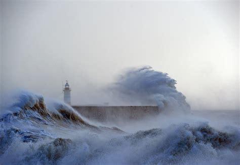 en images intemperies quand les vagues se dechainent en