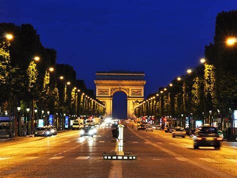 Le blog des Maçons Parisiens L avenue des Champs Élysées pionnière du bitume
