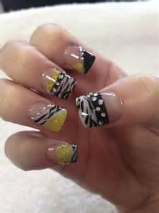 White zebra animal print diamonds nail art nails
