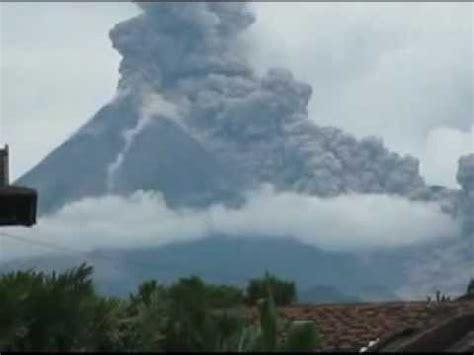 detik detik gunung merapi meletus youtube
