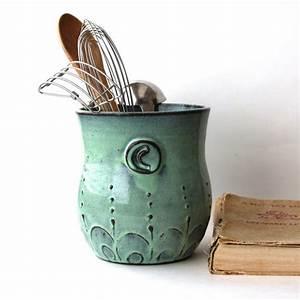 couleur vert de gris pour un interieur tout doux et tendance With objets décoratifs pour cuisine