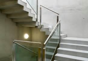 Was Kostet Ein Treppengeländer : treppengel nder befestigen diese m glichkeiten gibt es ~ Michelbontemps.com Haus und Dekorationen