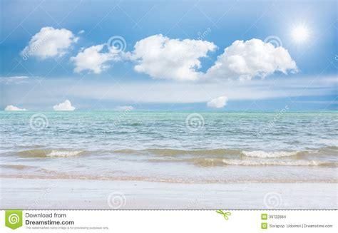 paysage de relaxation de lumi 232 re du jour du soleil de de ciel bleu de plage de mer photo