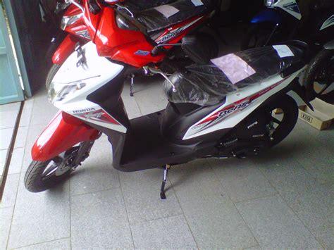 Variasi Motor Beat Putih by Modifikasi Honda Beat Fi Warna Merah Putih