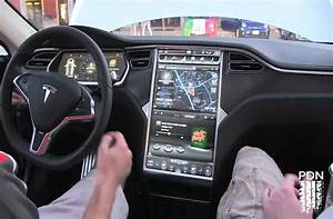 The dash of the Tesla Model S.