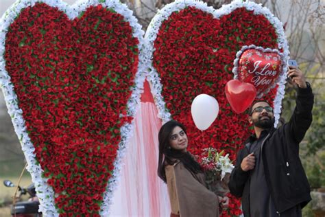 Celebrate Valentine's Day With Friends: Messages, Quotes ...
