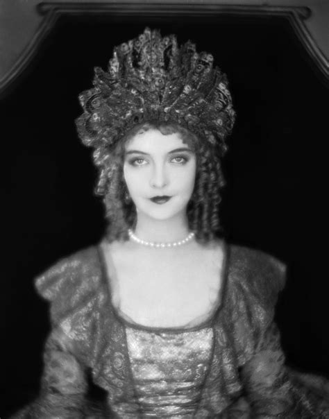 Picture of the Week #18: Lillian Gish | Spectacular Attractions