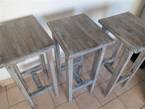 tabourets de bar en bois massif patin 233 s meubles et rangements par vidal tm