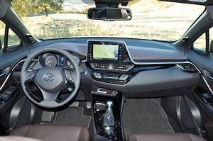 Toyota Chr Noir : toyota c hr le crossover hybride l 39 essai ~ Medecine-chirurgie-esthetiques.com Avis de Voitures