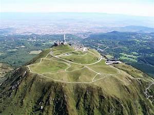 Puy De Dome : puy de dome volcano in chaine des puys ~ Medecine-chirurgie-esthetiques.com Avis de Voitures