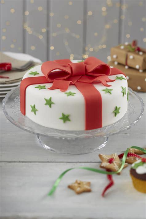 traditional bow christmas cake
