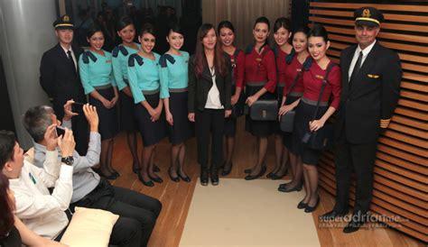silkair cabin crew superadrianme silkair introduces new cabin crew uniforms