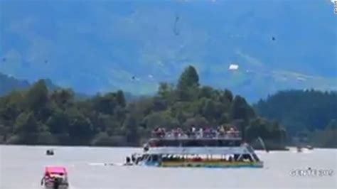 Tourist Boat Sinks by Tourist Boat Sinks In Colombia Cnn