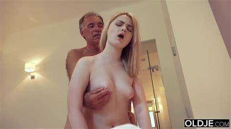Father Chicks 20 Yo Twat 19 Yo Model Engulfing And Filled Her Step Male In Bed