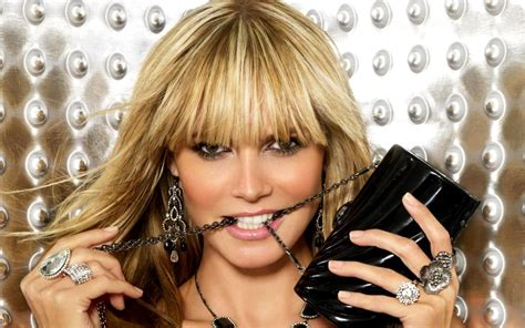 Only Heidi Klum Looks Like This After Losing Her Luggage