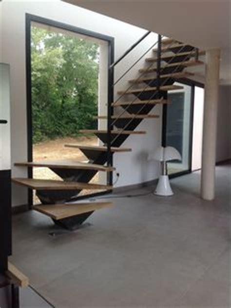 moderniser des escaliers en bois avec un garde corps en