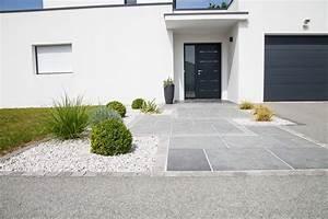 Focus dallage entree moderne terrasse et patio nantes par for Dalle pour allee de jardin 4 focus dallage entree moderne terrasse et patio