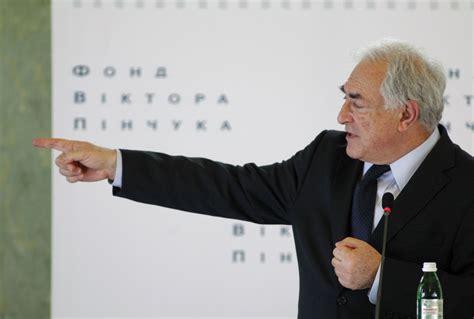 Strauss-Kahn vil inngå forlik med stuepike - E24