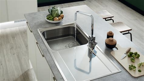 kitchen sinks  taps kitchens howdens