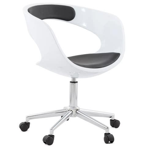 chaise de bureau design blanche chaise de bureau design strato blanche et sur roulettes