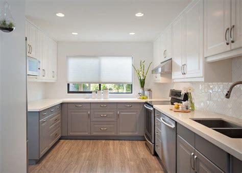 cuisine taupe clair mobilier de cuisine bicolore pour donner vie à endroit