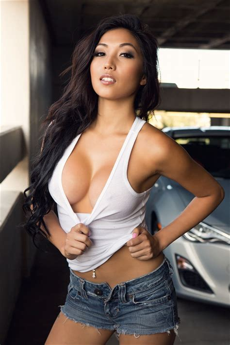 Noemii J | beautiful persuasian | Pinterest | Cutoffs, Girls and Buxom beauties