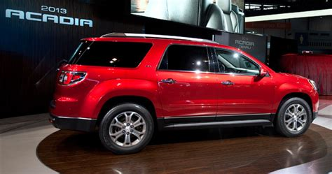 gmc acadia  realistic features cars flow