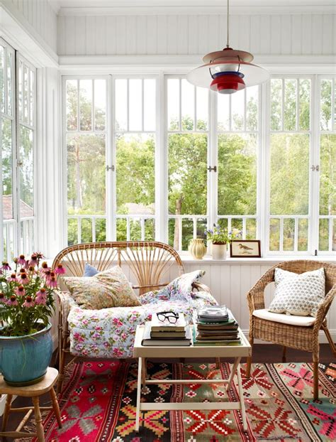 Enclosed Sunroom Ideas by 25 Best Ideas About Enclosed Porches On