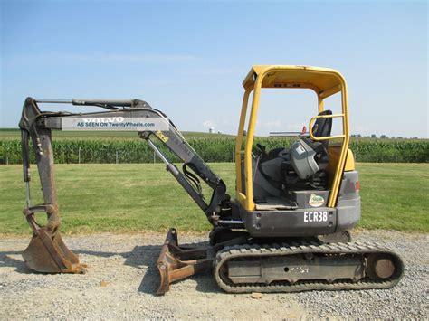 volvo ecr mini excavator  turn tail