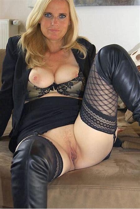 Rozkraczona matrona - seksowne mamuśki