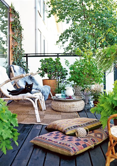maison cozy outdoor living for small spaces