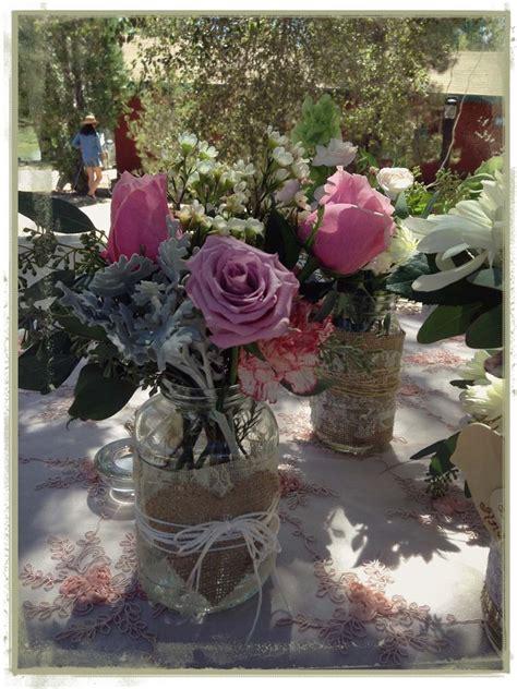 Centros de mesa en frascos estilo vintage para bautizo