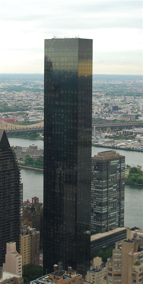 file world tower and east river in manhattan new york city cropped jpg wikimedia commons