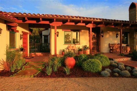 eco friendly landscape design  lisa   hacienda style home eye   day garden design