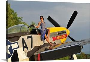 Mustang Pin Up : 1940 39 s style pin up girl standing barefoot on the wing of a p 51 mustang wall art canvas prints ~ Maxctalentgroup.com Avis de Voitures
