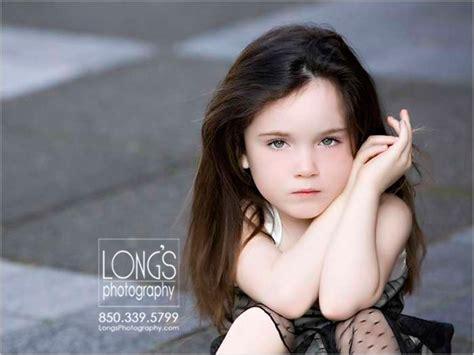 child portraits   girl  dark hair  green
