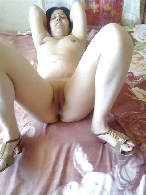Indian Mature Milf Showing Her Tits And Shaved Pussy 3