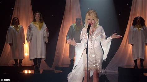 Holly Dolly Christmas: Dolly Parton performs holiday ...