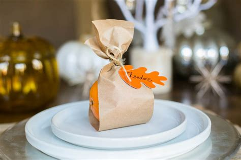 lovely  minute diy thanksgiving place cards