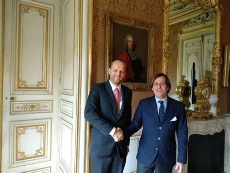Ārlietu ministrijas politiskais direktors Parīzē uzsver ...